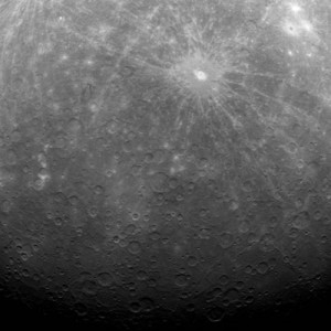 Primera imagen obtenida desde órbita por MESSENGER
