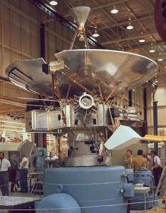 La Pioneer 10 en las etapas finales de su construcción
