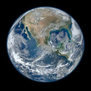 """La Tierra vista como una """"canica azul"""". Crédito: NASA/NOAA/GSFC/Suomi NPP/VIIRS/Norman Kuring."""