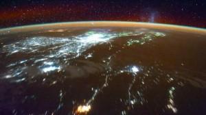La Tierra de noche desde la ISS