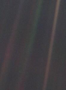 Tierra como punto azul pálido