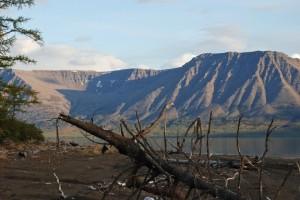 Los flujos de lava expuestos cerca de Norilsk, Rusia, son parte de las Trampas de Siberia, el mayor conjunto de las erupciones volcánicas de la historia geológica registrada. Crédito: imagen del flujo de lava siberiana a través de Shutterstock.