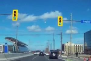 Imagen del meteoro sobre el cielo de Canadá Crédito: ccinhk/Youtube