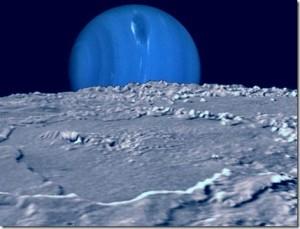 Representación artística de la superficie de Tritón y del planeta, Neptuno, en torno al cual orbita.