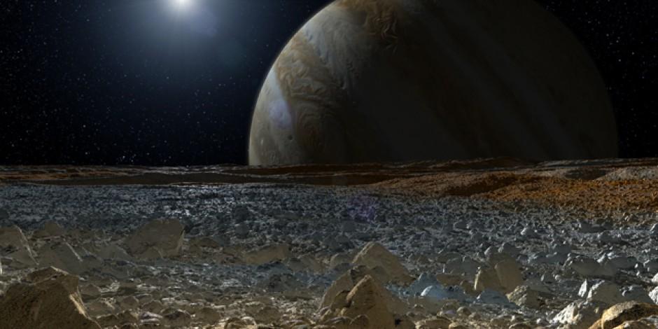 Representación artística de la superficie de Europa, recubierta de hielo, con una profundidad de 100 metros. Esta superficie envuelve a un océano de agua salada que podría contener los ingredientes básicos para la vida. Crédito: NASA/ JPL-Caltech