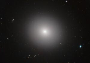 Galaxia elíptica IC 2006