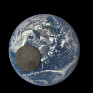 Luna transitando la Tierra