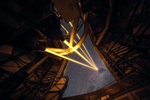 Cuatro rayos del nuevo sistema láser VLT