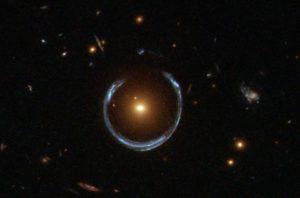 Anillo de Einstein LRG 3-757