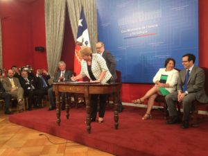 Presidenta firma Proyecto de Ley, Ministerio de Ciencia y Tecnología