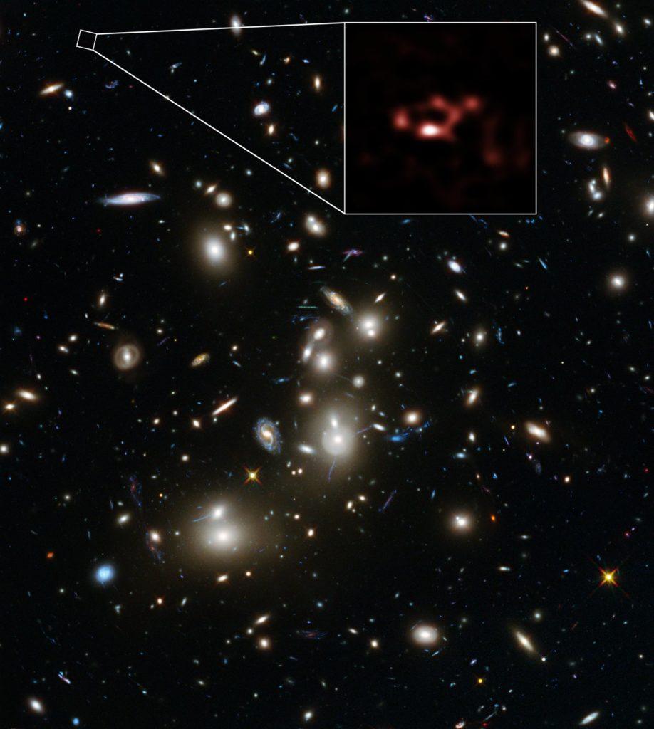 Cúmulo Abell 2744 y galaxia A2744_YD4