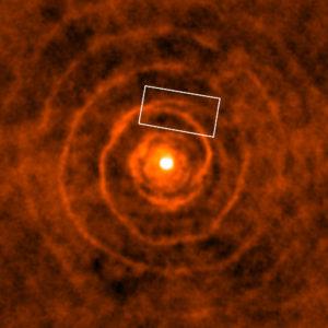 Sistema de LL Pegasi y estrella compañera (recuadro)