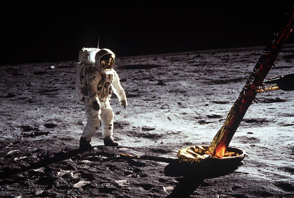 Buzz Aldrin cerca del módulo lunar de Apollo 11